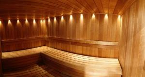 Osvětlení v sauně dokáže ovlivnit atmosféru a vaše pocity. Dodržujte technické požadavky na osvětlení, ale nechte promluvit i vaši fantazii.